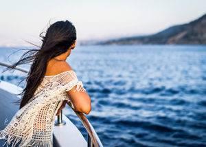 Día en Alta Mar disfrute de los servicios del crucero