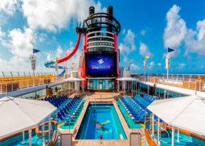 Piscina Goofy para adolescentes en el crucero Disney Magic