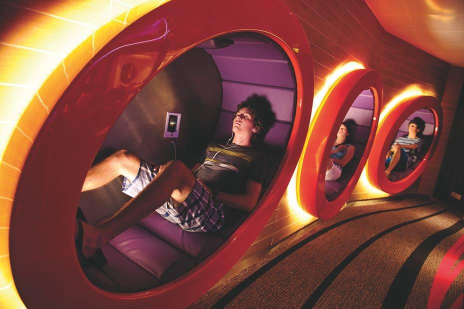 Sala de ocio para adolescentes en los cruceros Disney