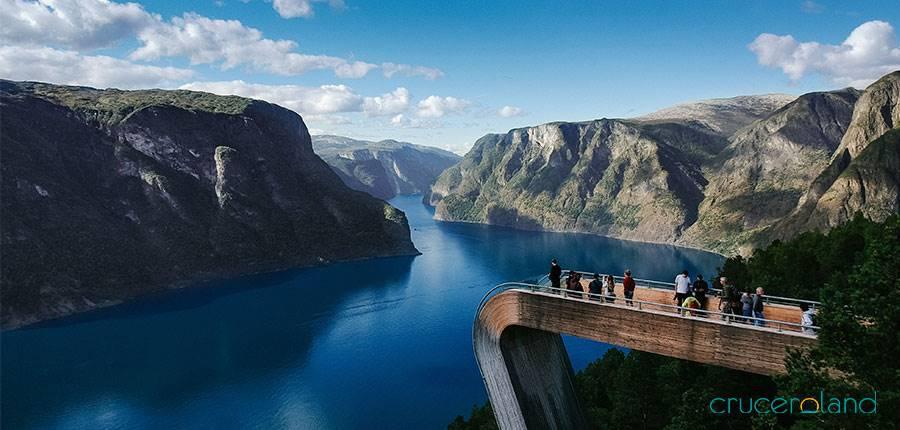 Mirador vistas panorámicas fiordo Stegastein, Noruega