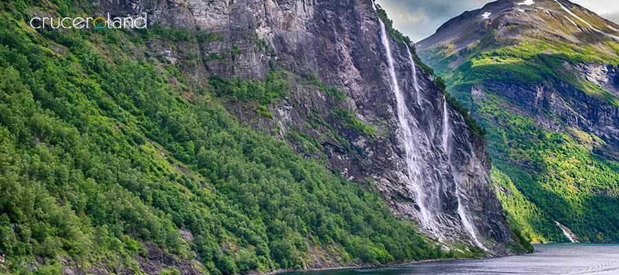 Crucero noruega por cascadas Siete Hermanas